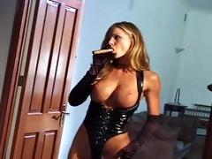 sexy booty cigar smokin divas gettin dirty!
