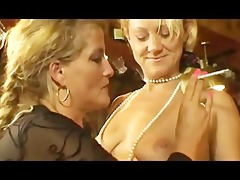 smokin milfs at threesome lesbo action.