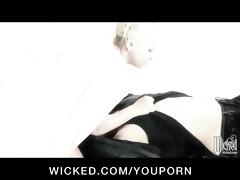 horizon dvd scene 4 - breasty lesbian babes