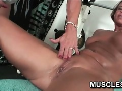 lesbo muscle women receive indecent in the gym